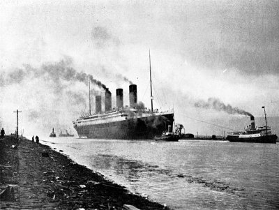 800px-rms-titanic-sea-trials-april-2-1912.jpg